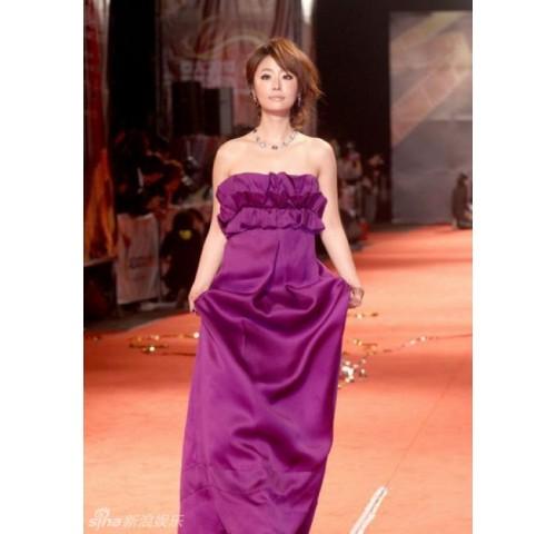 林心如紫色长裙出席影展 戴百万珠宝艳惊红毯
