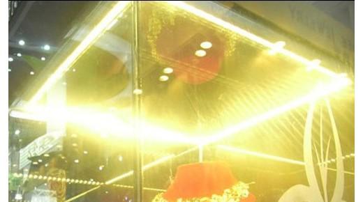 LED珠宝柜台灯条安装效果